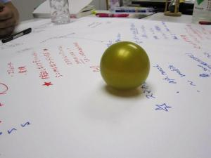 ゆるカフェでつかう模造紙とボール