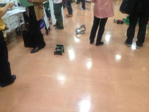 ロボットも走ってます